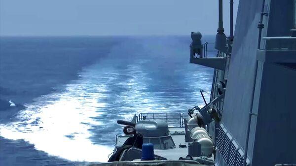 Фрегат ВМФ РФ Адмирал Макаров во время учений в Средиземном море