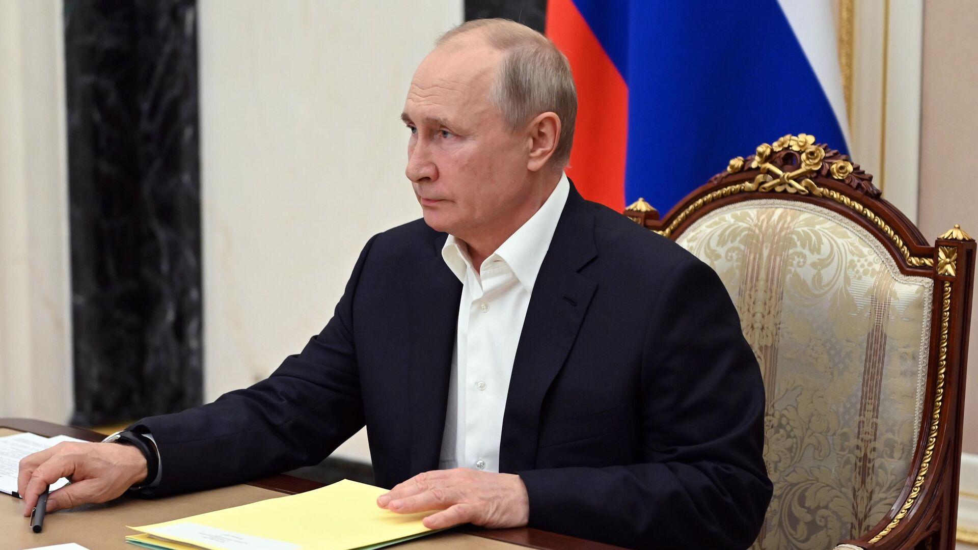 Президент РФ Владимир Путин проводит совещание по подготовке специальной программы Прямая линия с Владимиром Путиным, которая состоится 30 июня - РИА Новости, 1920, 02.07.2021