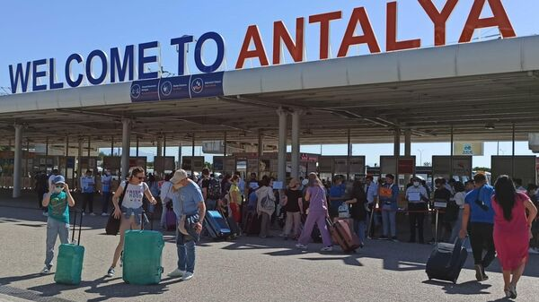 Российские туристы на курортах Турции