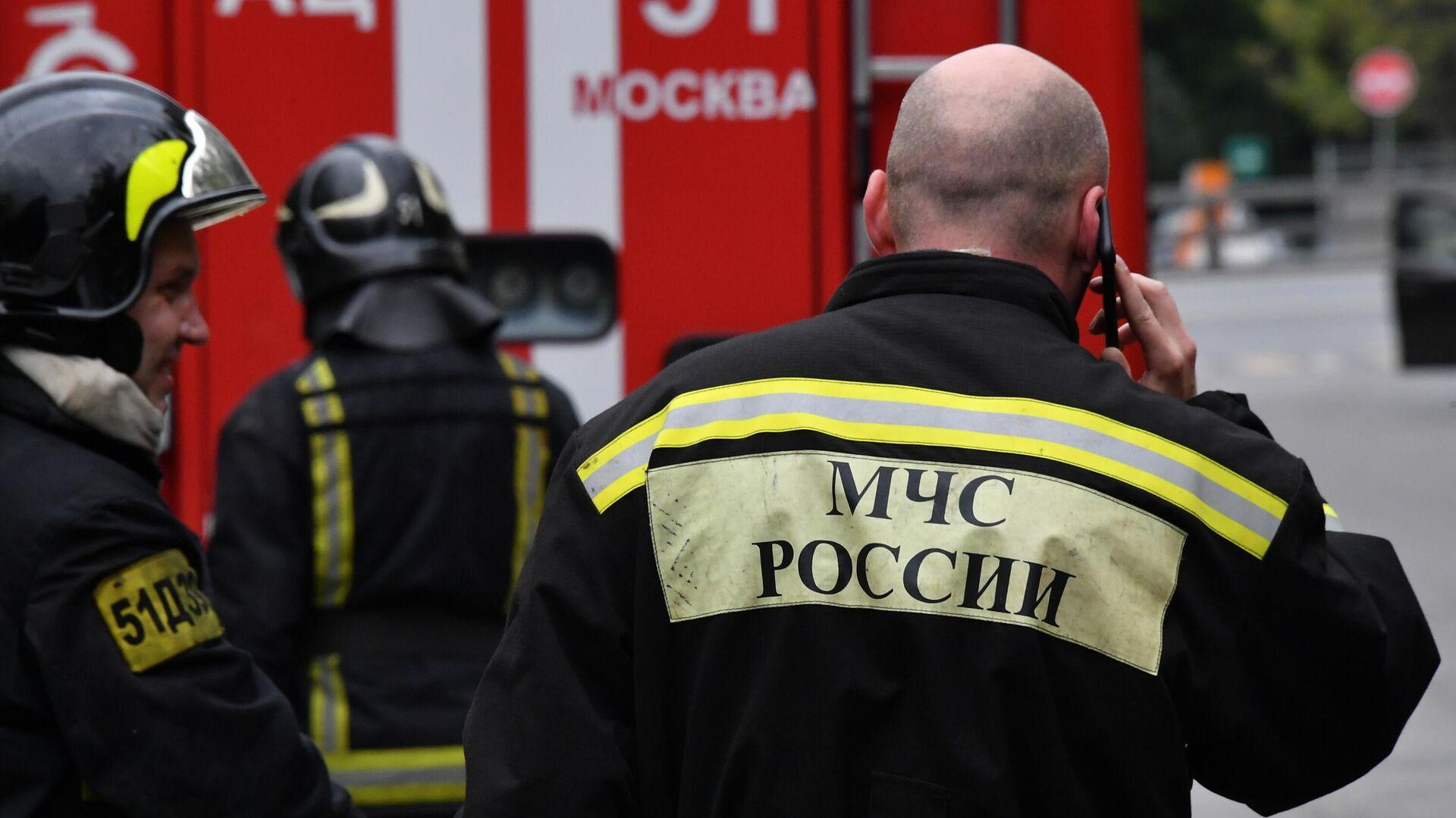 Группировку спасателей, тушащих пожар в Ростове-на-Дону, увеличили вдвое
