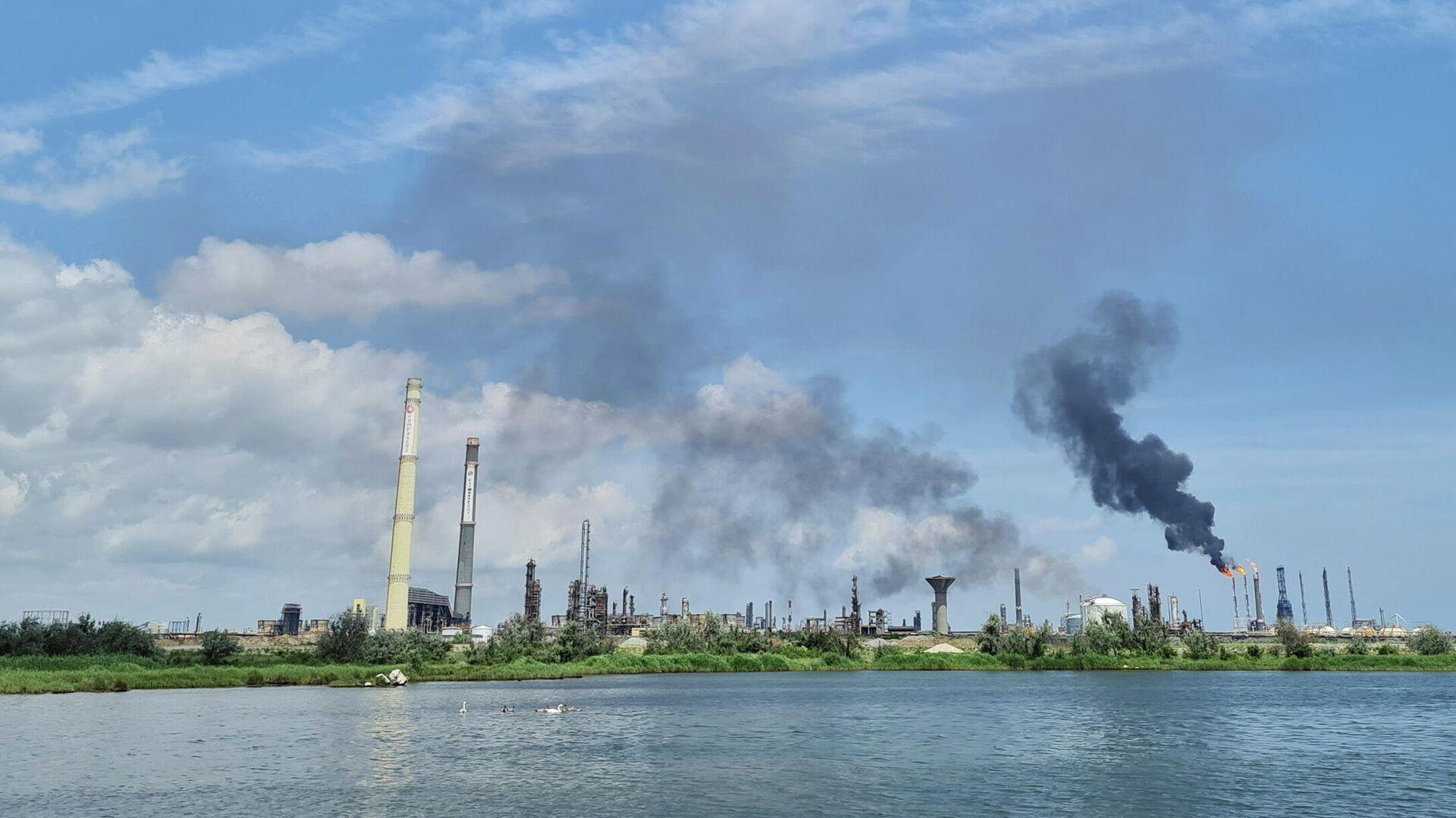 Взрыв на нефтеперерабатывающем заводе Petromidia в Румынии - РИА Новости, 1920, 02.07.2021