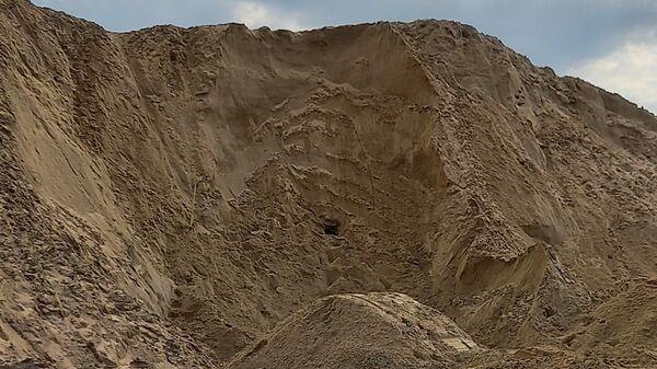 Недалеко от поселка 10 год Октября города Михайлова Рязанской области 10-ленего ребенка засыпало песком