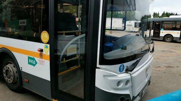 На автобусах в Подмосковье появились наклейки о том, что водитель привит