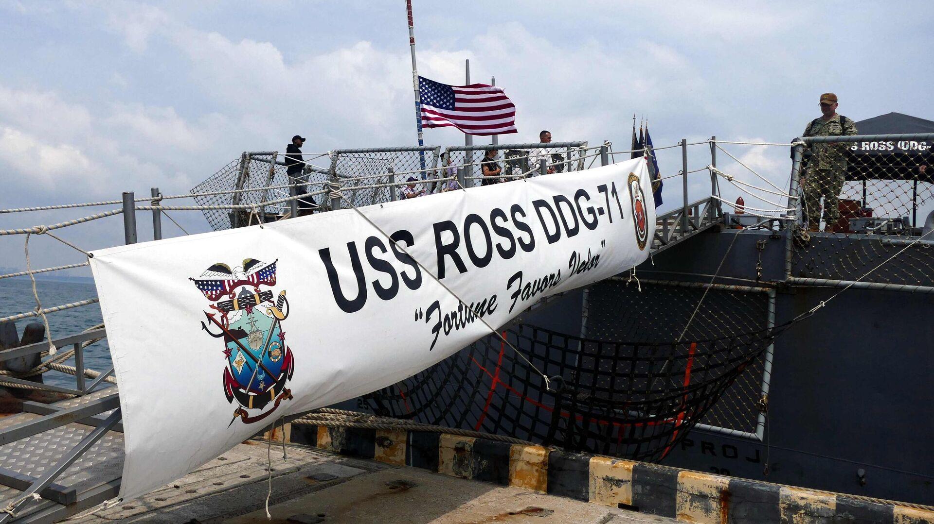 Трап с причала Одессы на эсминец ВМС США Росс, участвующий в первом этапе морской фазы военных учений Sea Breeze-2021 - РИА Новости, 1920, 15.07.2021