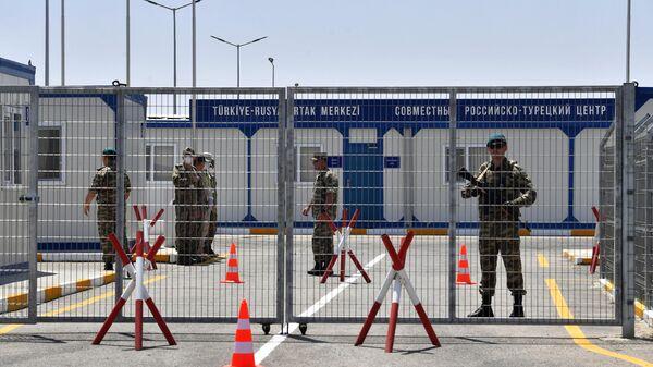 Военнослужащие на территории совместного российско-турецкого мониторингового центра в Агдаме