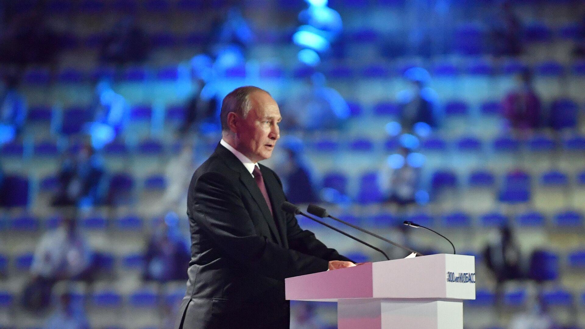 Президент РФ Владимир Путин выступает на торжественном вечере в Кемерово по случаю 300-летия Кузбасса - РИА Новости, 1920, 06.07.2021