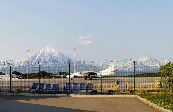 Самолеты в международном аэропорту Петропавловск-Камчатский Елизово