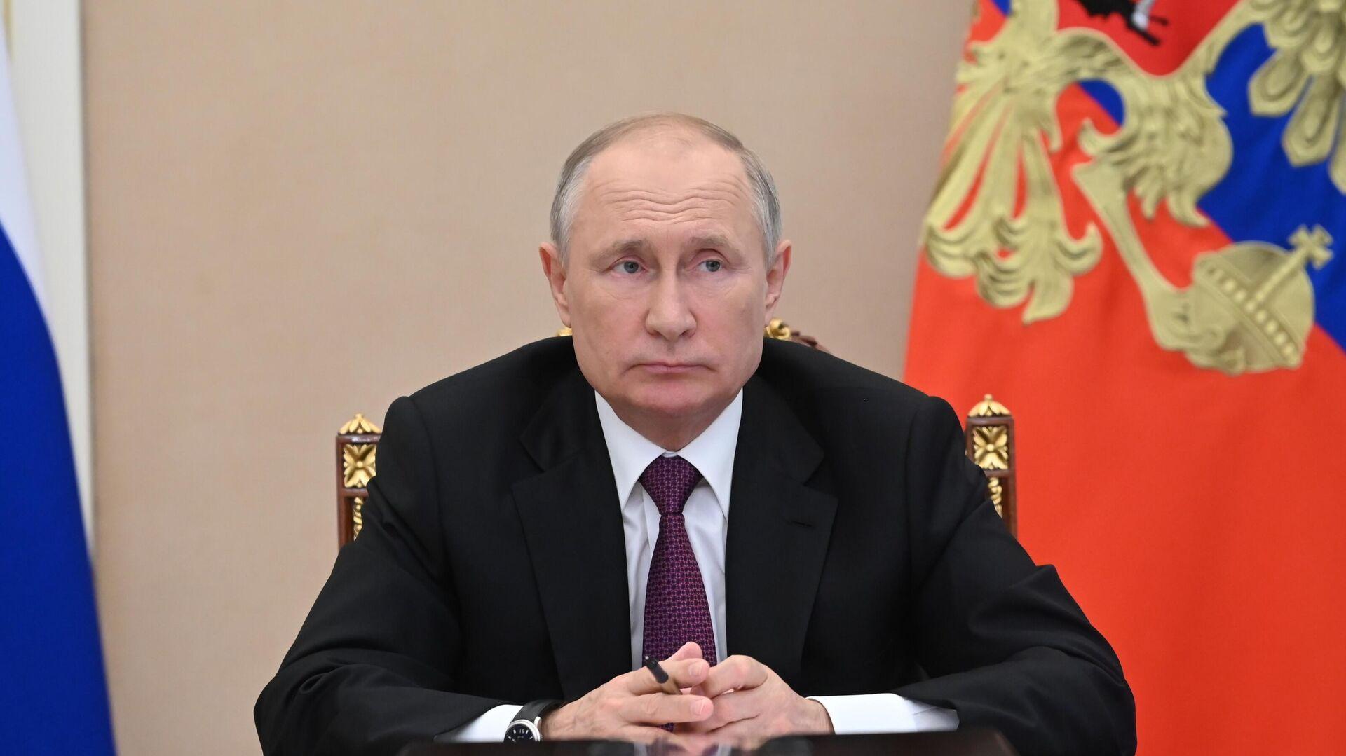 Президент РФ Владимир Путин проводит совещание с членами правительства РФ - РИА Новости, 1920, 15.07.2021