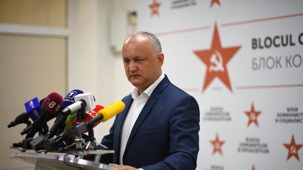 Председатель партии социалистов Молдавии Игорь Додон во время пресс-конференции по итогам парламентских выборов в Молдавии