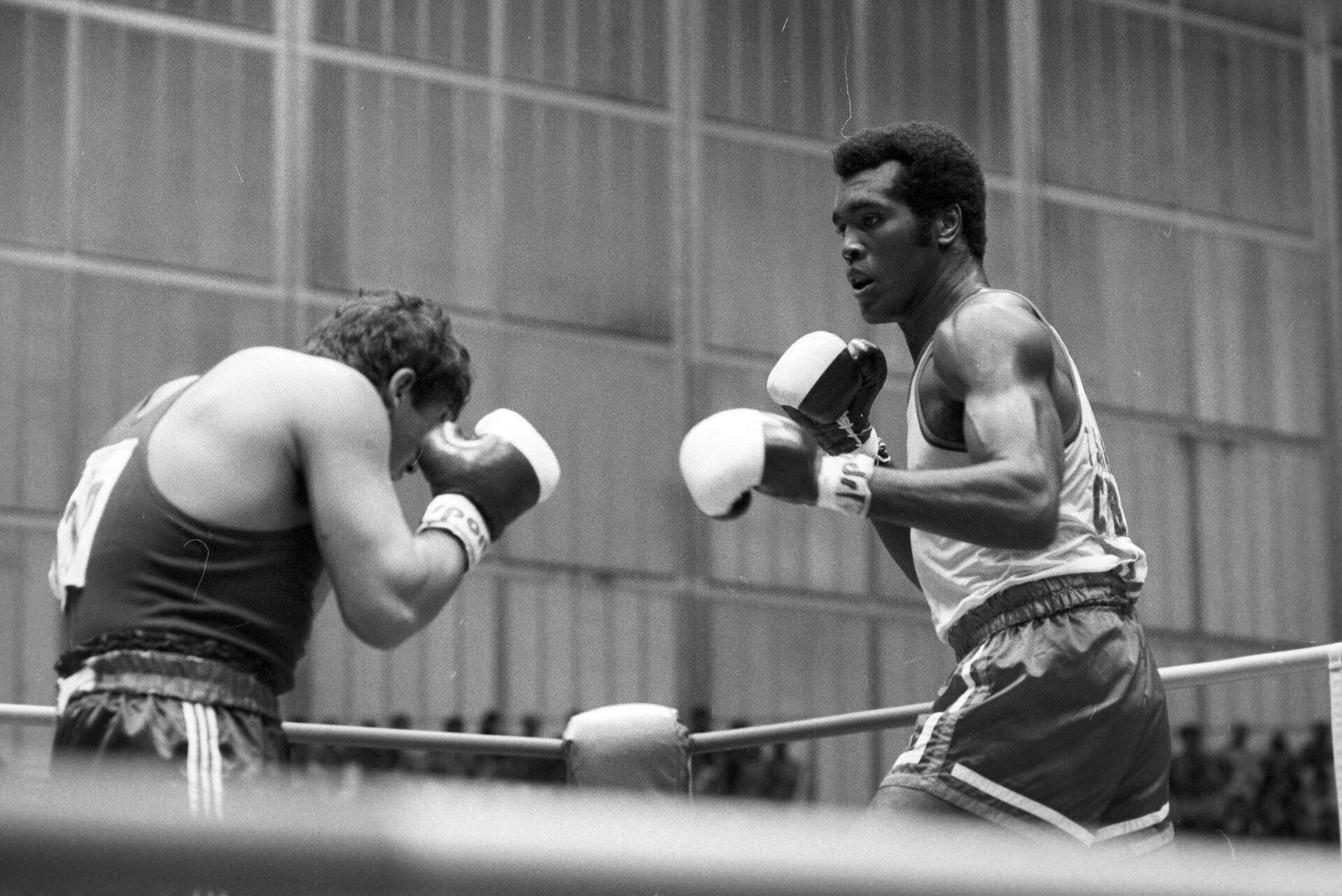 Кубинский боксер Теофило Стивенсон (справа) - РИА Новости, 1920, 13.07.2021