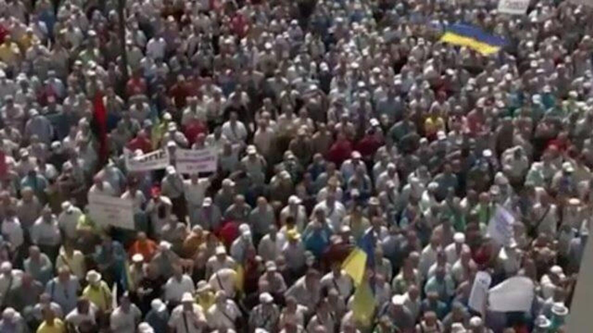 Пенсионеры МВД Украины пытаются прорваться в  Верховную Раду - РИА Новости, 1920, 14.07.2021