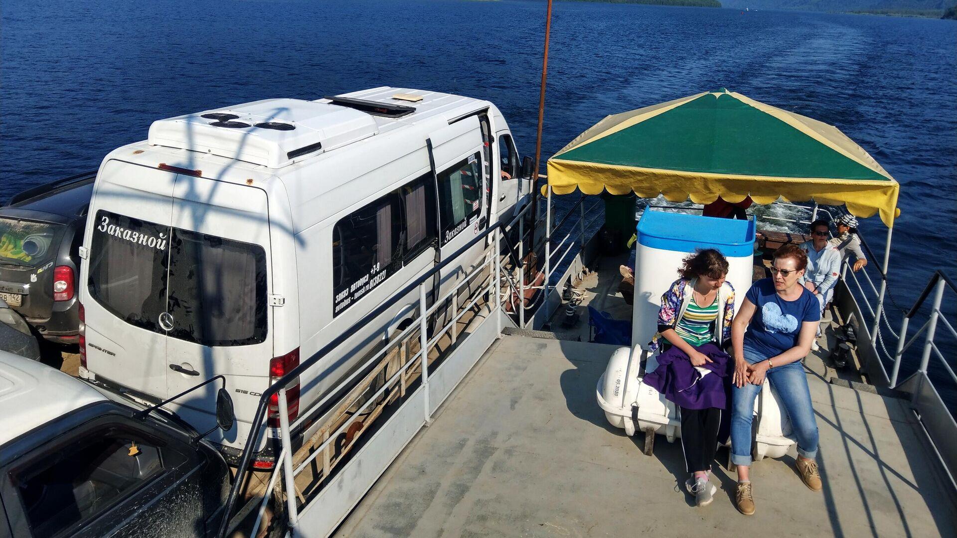 Туристы переправляются через Телецкое озеро в Республике Алтай - РИА Новости, 1920, 29.07.2021