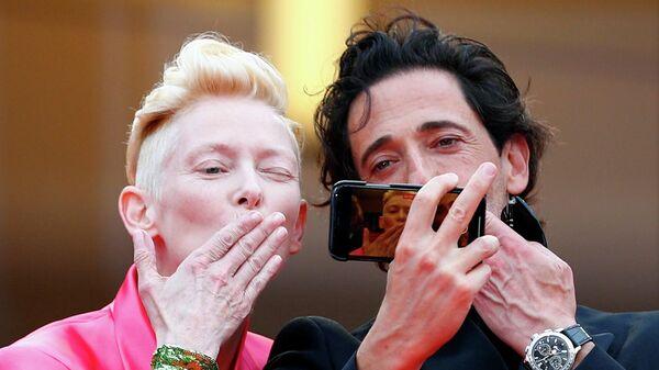 Тильда Суинтон и Эдриен Броуди во время показа фильма Французский вестник на Каннском кинофестивале