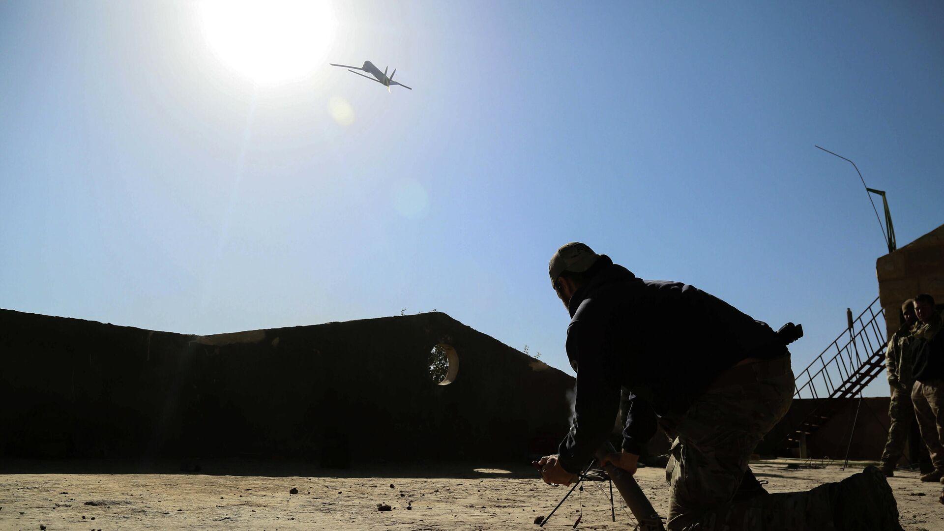 Американский военный запускает беспилотный летательный аппарат в Сирии - РИА Новости, 1920, 26.07.2021