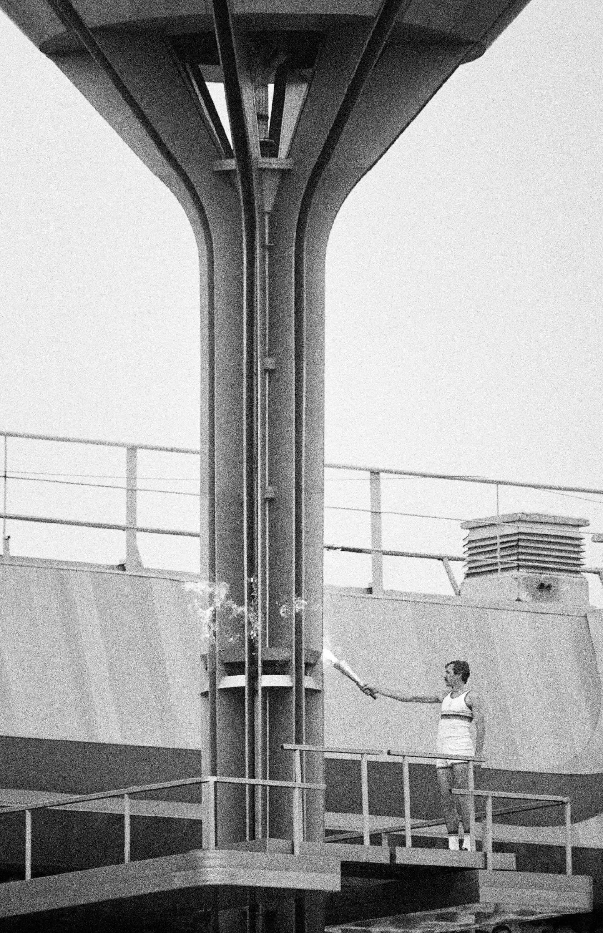 Баскетболист Сергей Белов зажигает олимпийский огонь на Играх 1980 года - РИА Новости, 1920, 18.07.2021