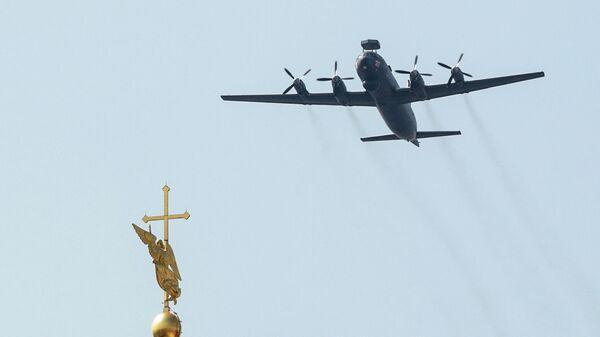 Стратегические бомбардировщики-ракетоносцы Ту-95МС на репетиции воздушной части парада в честь Дня ВМФ в Санкт-Петербурге