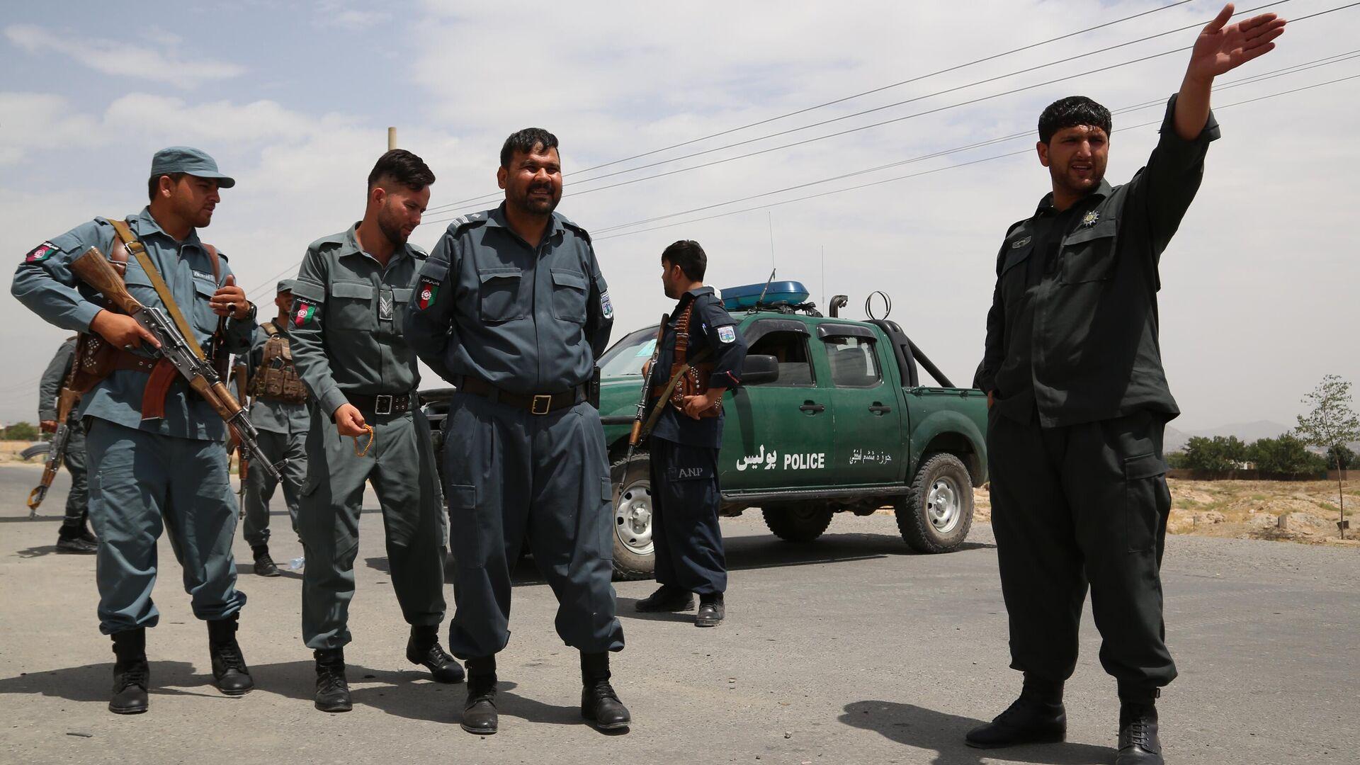 Сотрудники национальной полиции Афганистана на контрольно-пропускном пункте в Кабуле - РИА Новости, 1920, 02.08.2021