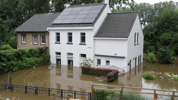 Затопленный дом в Гелле, Нидерланды