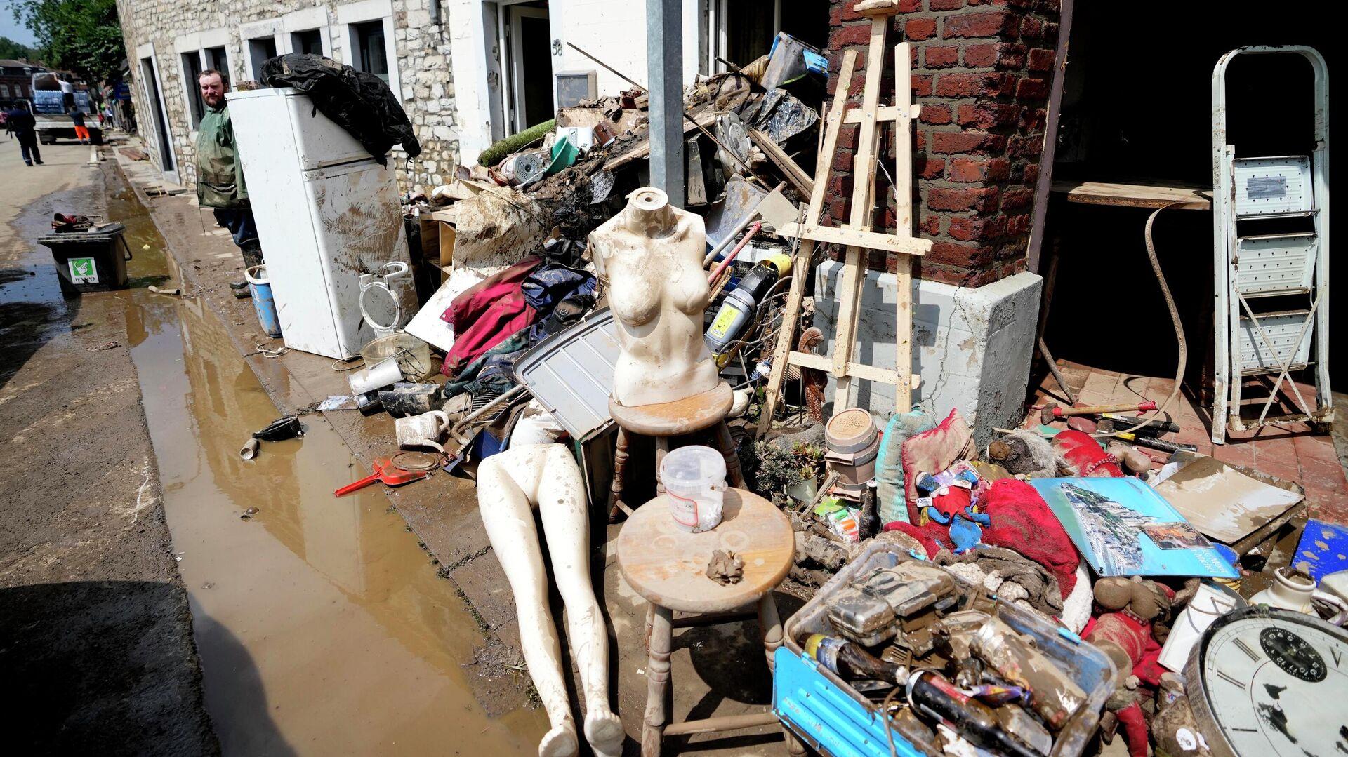 Поврежденные вещи после наводнения в Пепинстере, Бельгия - РИА Новости, 1920, 27.07.2021