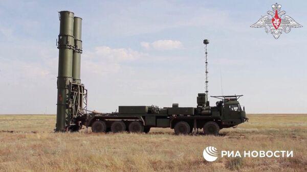 Зенитная ракетная система С-500 провела испытательные боевые стрельбы по скоростной баллистической цели на полигоне Капустин Яр