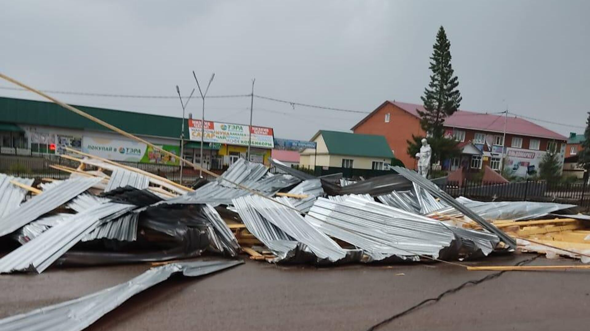 На месте падения крыши торгового центра в башкирском селе Бижбуляк - РИА Новости, 1920, 05.08.2021