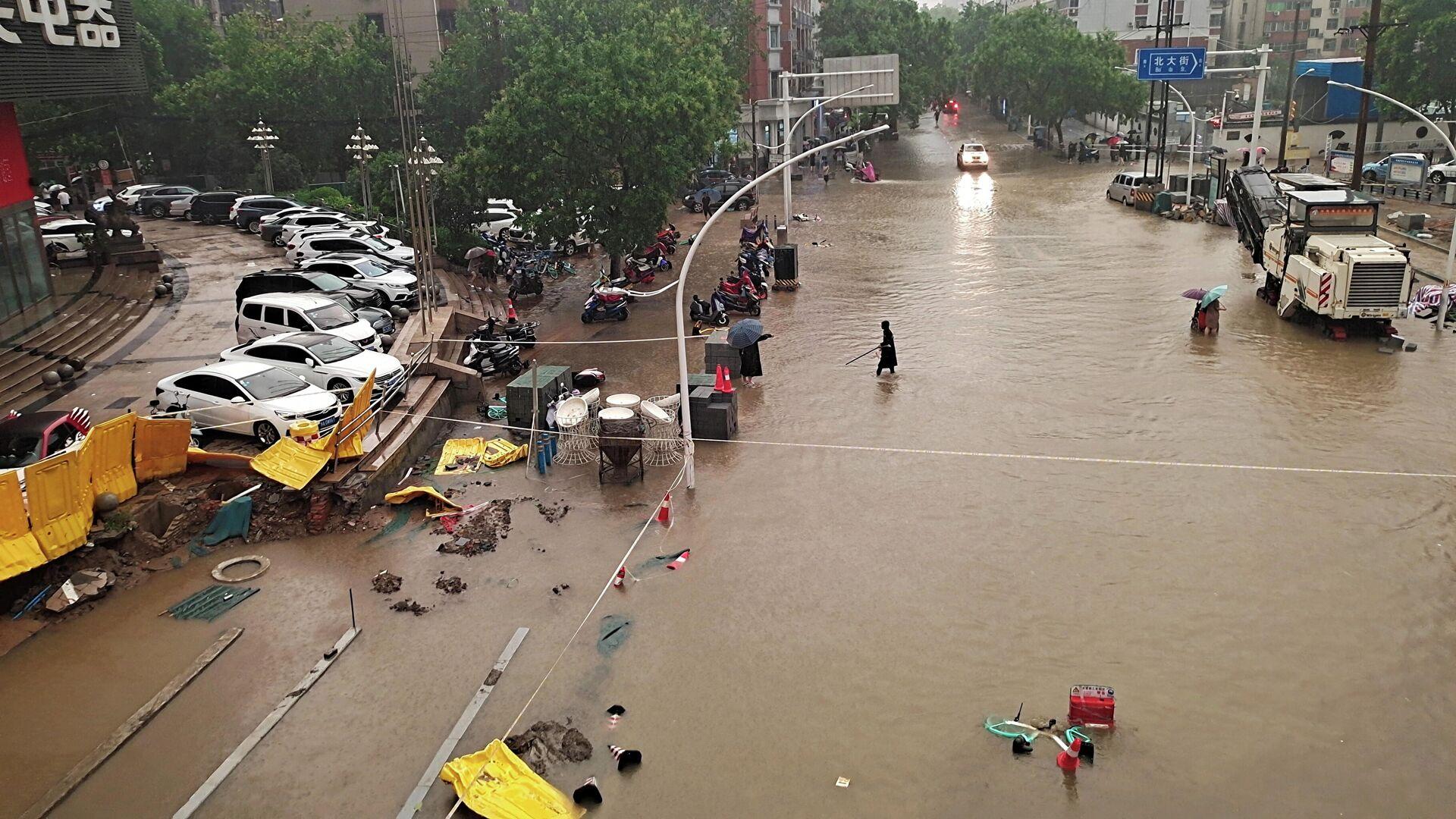 Число жертв наводнения в Чжэнчжоу выросло до 25 человек, семь считаются пропавшими