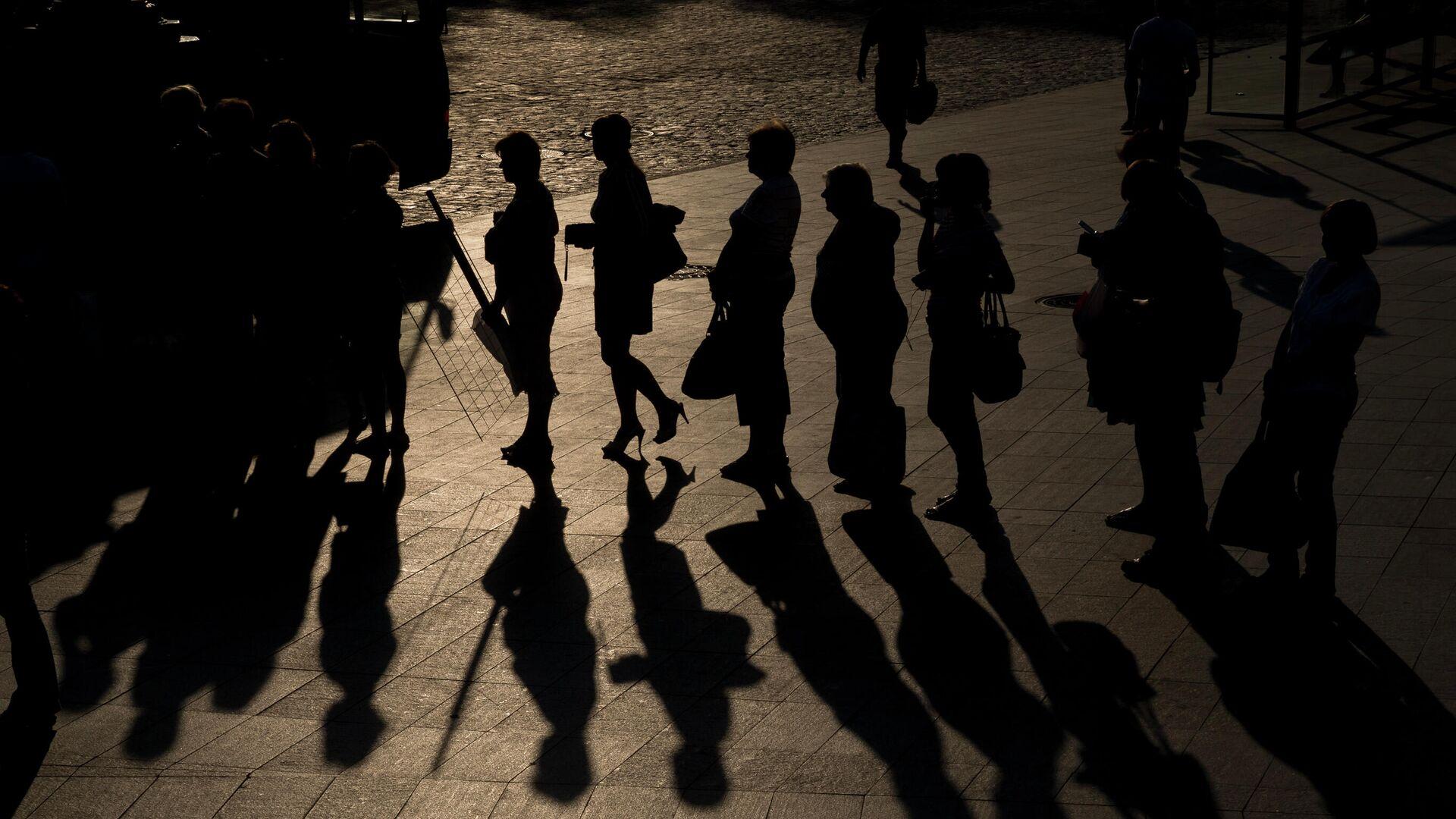Люди стоят в очередт в Харькове  - РИА Новости, 1920, 22.07.2021