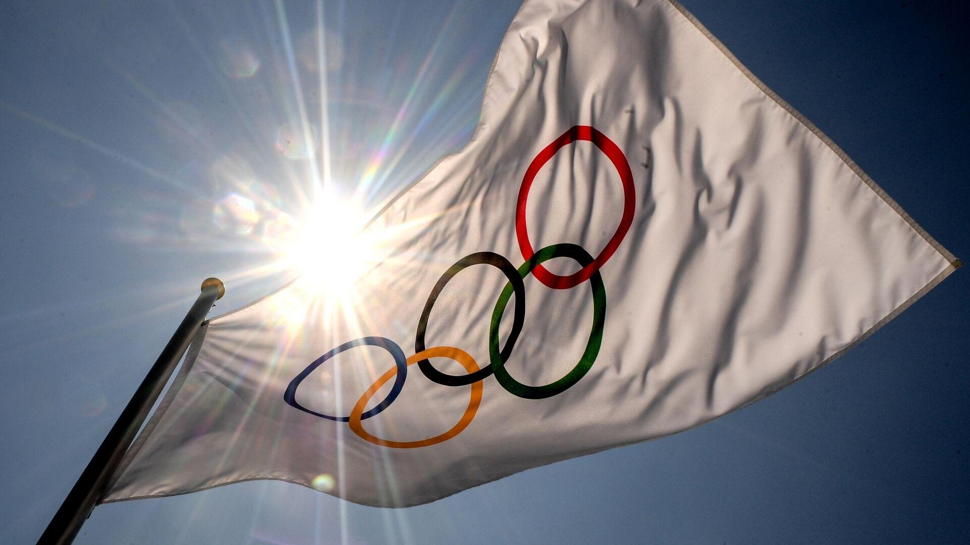 Флаг с символикой Олимпийских игр в Токио - РИА Новости, 1920, 23.07.2021