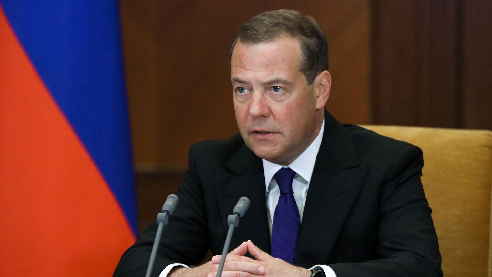 Медведев примет участие во встрече Путина с лидерами партий