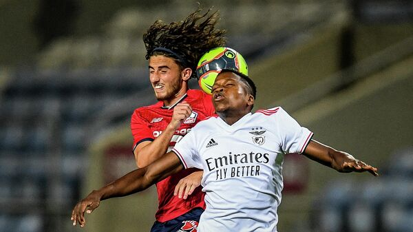 Lille's French midfielder Rocco Ascone (L) heads the ball with Benfica's Portuguese midfielder Florentino Luis during an international club friendly football match between SL Benfica and Lille OSC at the Algarve stadium in Portimao on July 22, 2021. (Photo by PATRICIA DE MELO MOREIRA / AFP)
