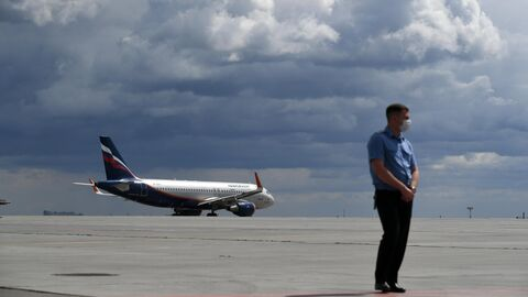 Самолет Аэрофлота на летном поле московского аэропорта Шереметьево