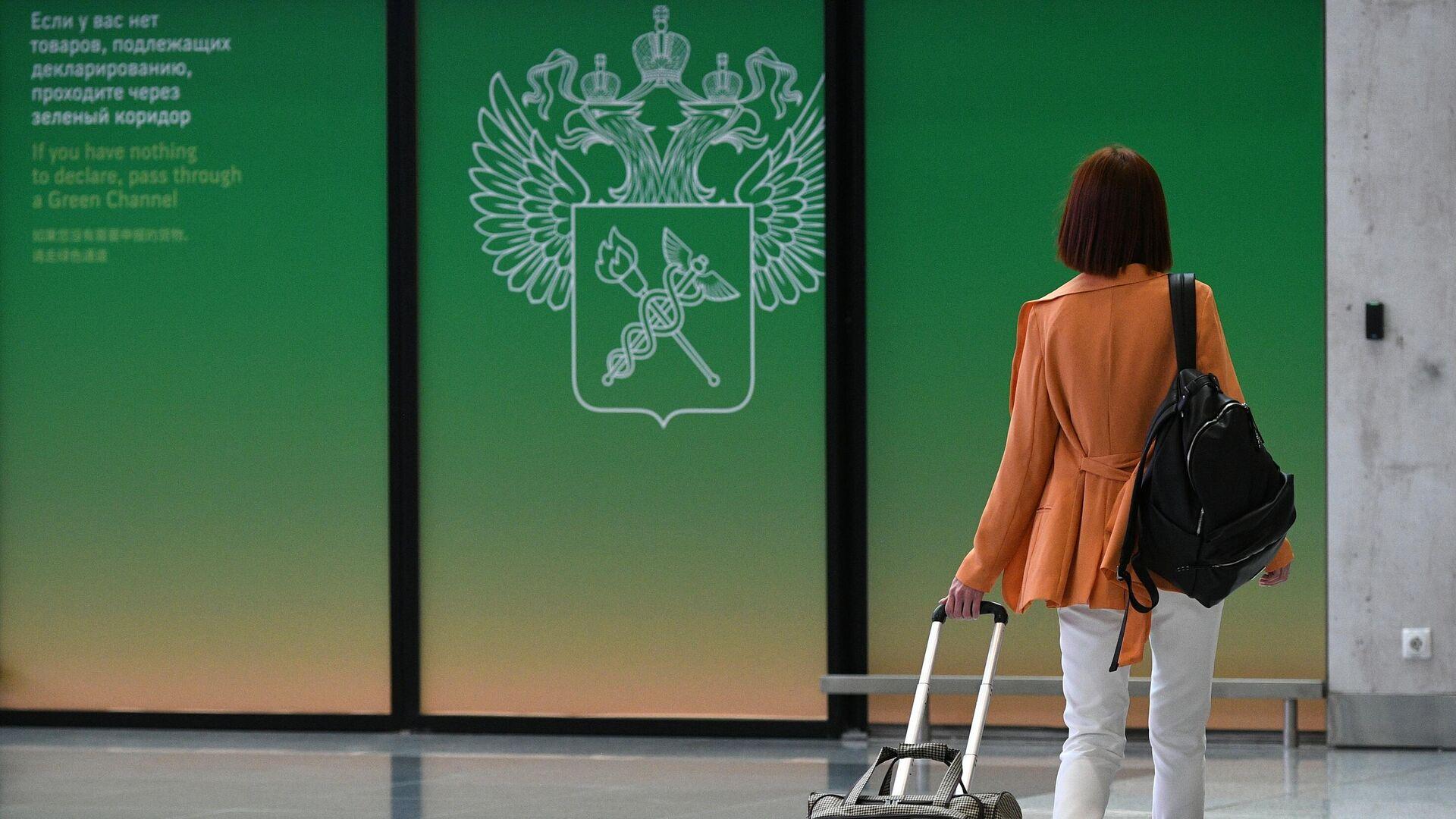 Пассажир в Терминале C московского аэропорта Шереметьево - РИА Новости, 1920, 28.07.2021