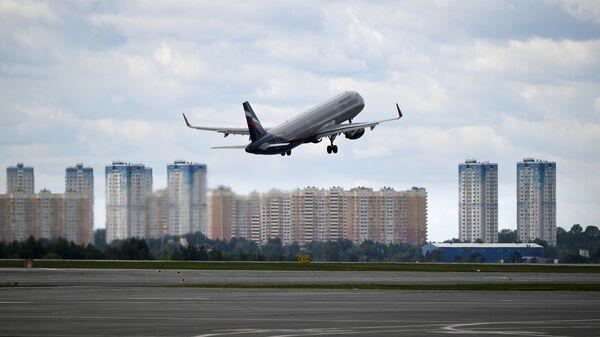 Самолет Аэрофлота взлетает с московского аэропорта Шереметьево