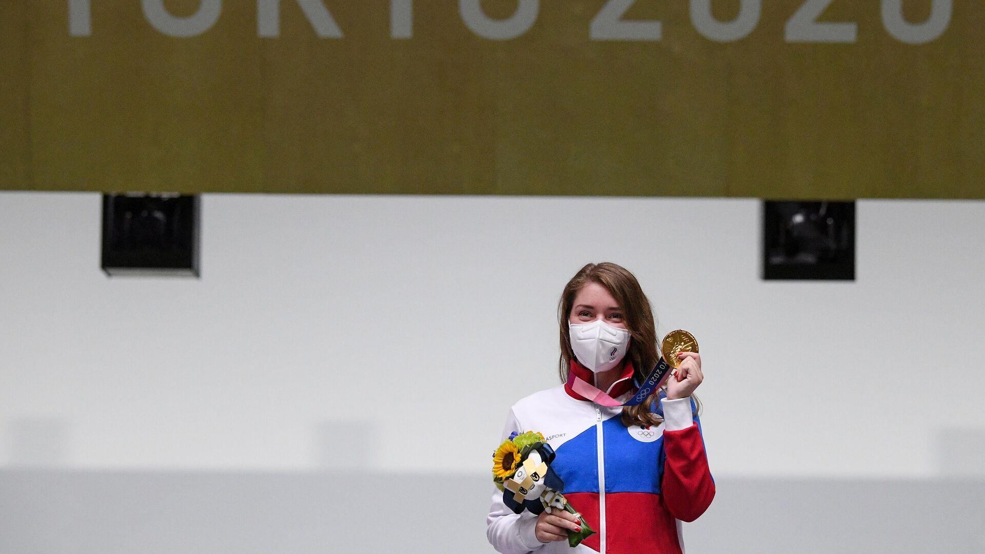 Российская спортсменка Виталина Бацарашкина, завоевавшая золотую медаль в соревнованиях по стрельбе из пневматического пистолета с 10 метров среди женщин на XXXII летних Олимпийских играх в Токио - РИА Новости, 1920, 25.07.2021