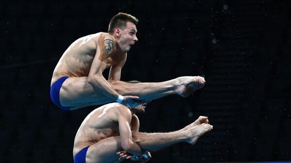Российские спортсмены, члены сборной России (команда ОКР) по прыжкам в воду Александр Бондарь и Виктор Минибаев на соревнованиях по синхронным прыжкам с вышки 10 метров среди мужчин на XXXII Олимпийских играх в Токио.