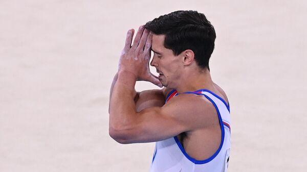 Российский спортсмен, член сборной России (команда ОКР) Артур Далалоян после выполнения вольных упражнений в командном многоборье среди мужчин на соревнованиях по спортивной гимнастике на XXXII летних Олимпийских играх в Токио.