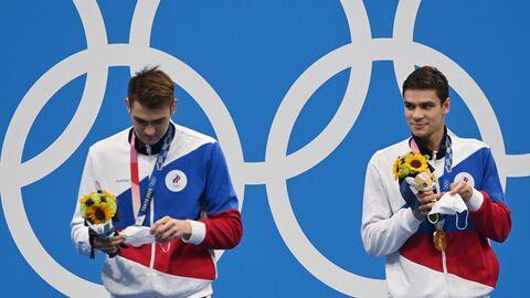 Призеры соревнований по плаванию на 100 метров на спине среди мужчин на XXXII летних Олимпийских играх (слева направо): Климент Колесников (команда ОКР) - серебряная медаль, Евгений Рылов (команда ОКР) - золотая медаль.