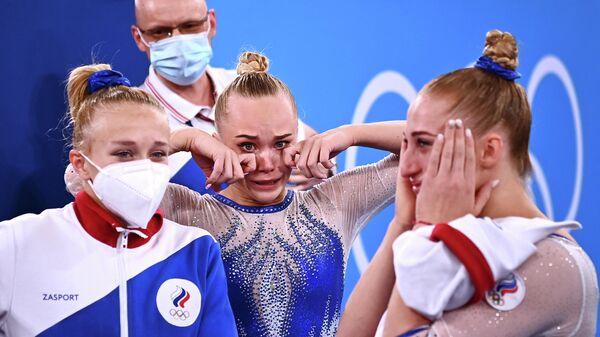 Российские гимнастки после победы в командном турнире