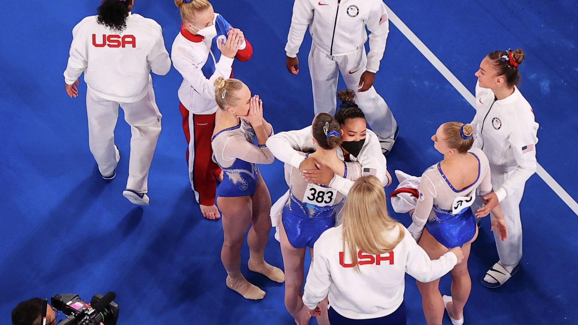 Американка Симона Байлз поздравляет российских гимнасток с победой на Олимпийских играх - РИА Новости, 1920, 27.07.2021