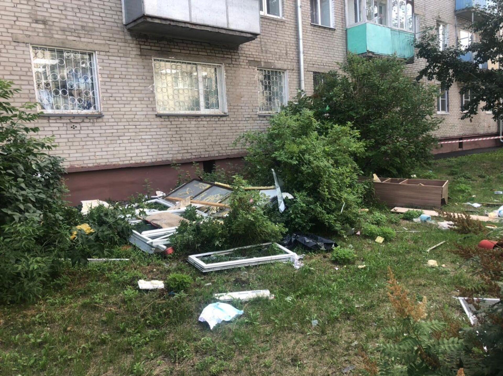 На месте взрыва газовоздушной смеси в одной из квартир пятиэтажного дома в городе Барнауле - РИА Новости, 1920, 29.07.2021