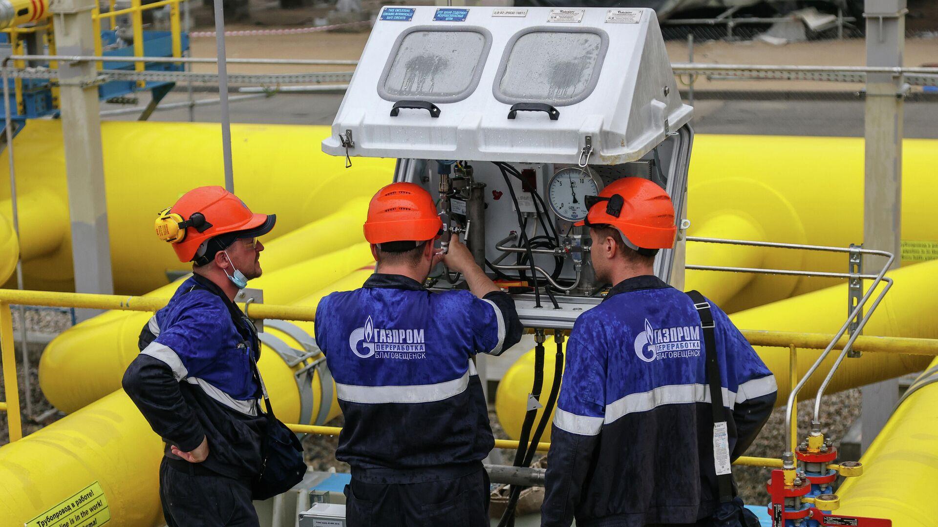 Рабочие у узлов учета газа Амурского газоперерабатывающего завода компании Газпром - РИА Новости, 1920, 10.09.2021