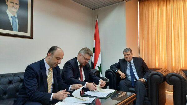 Участники подписания меморандума о взаимопонимании между радио Sputnik и Гостелерадио Сирийской Арабской Республики