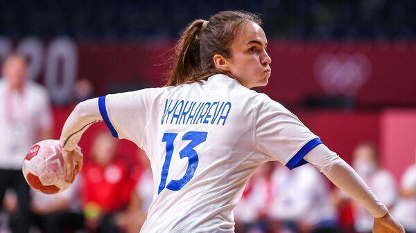 Российская спортсменка, член сборной России (команда ОКР) Анна Вяхирева в матче группового этапа соревнований по гандболу среди женщин на XXXII летних Олимпийских играх в Токио между сборной Швеции и командой ОКР.