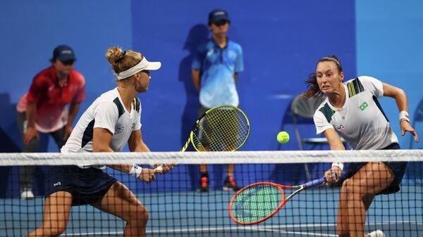 Бразильские теннисистки Лаура Пигосси и Луиза Стефани на Олимпийских играх в Токио