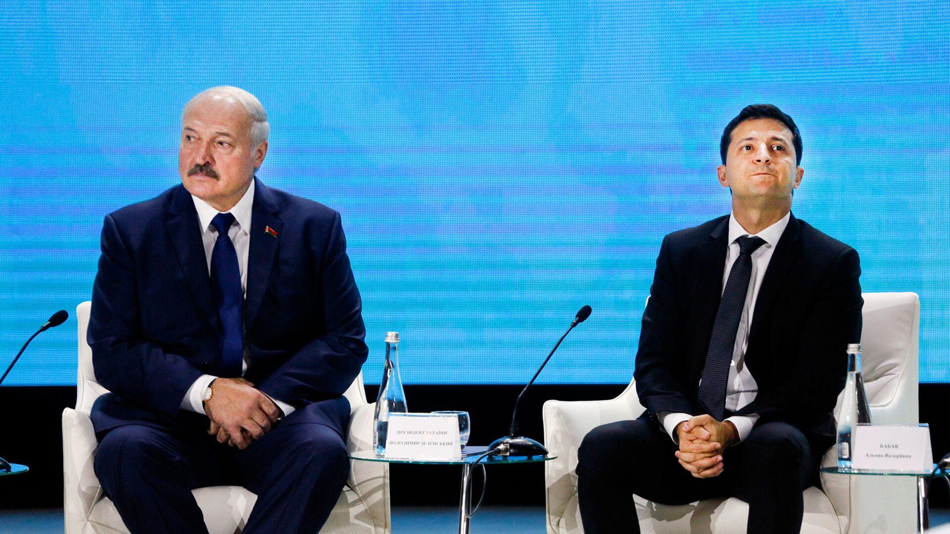 Президент Беларуси Александр Лукашенко и президент Украины Владимир Зеленский на форуме Украина Беларусь - РИА Новости, 1920, 30.07.2021