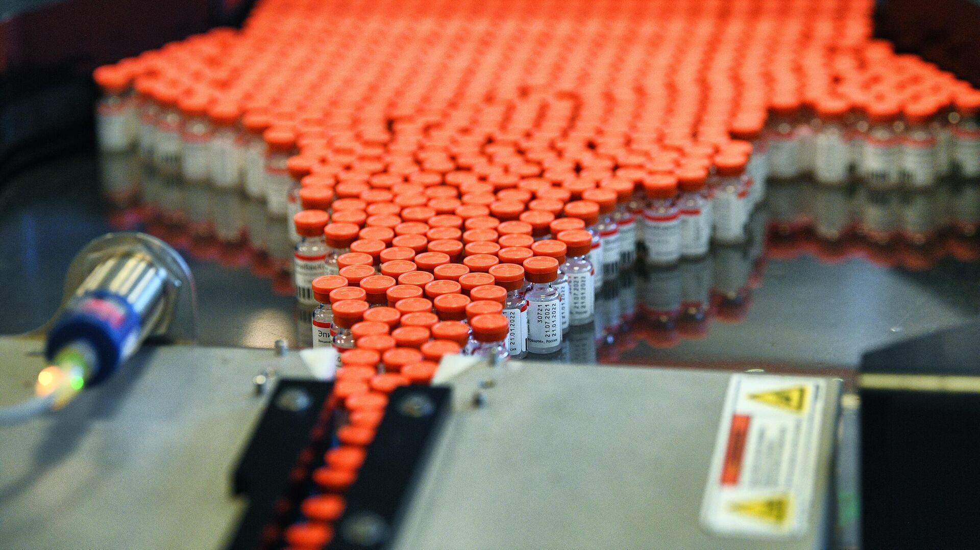Производство российской вакцины ЭпиВакКорона для профилактики COVID-19 на предприятии фармацевтической компании Герофарм в Московской области - РИА Новости, 1920, 05.08.2021