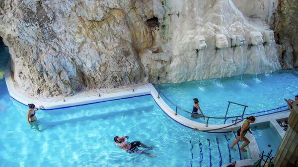 Пещерная купальня — термальные ванны в естественной пещере на курорте Мишкольц-Тапольца