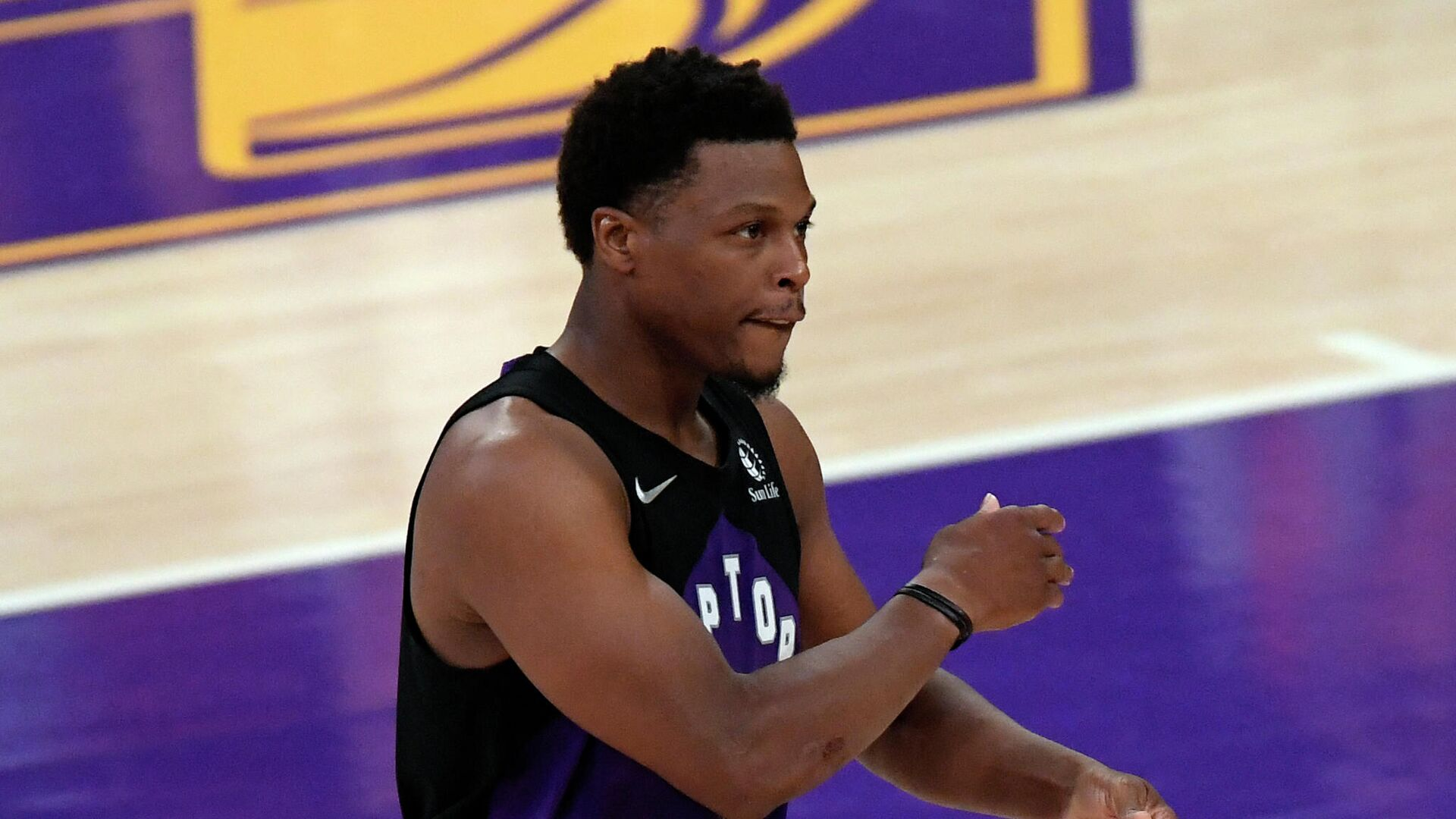 LOS ANGELES, CA - MAY 02: Kyle Lowry #7 of the Toronto Raptors celebrates after scoring a three point basket against the Los Angeles Lakers during the second half at Staples Center on May 2, 2021 in Los Angeles, California. NOTE TO USER: User expressly acknowledges and agrees that, by downloading and or using this photograph, User is consenting to the terms and conditions of the Getty Images License Agreement.   Kevork Djansezian/Getty Images/AFP (Photo by KEVORK DJANSEZIAN / GETTY IMAGES NORTH AMERICA / Getty Images via AFP) - РИА Новости, 1920, 03.08.2021