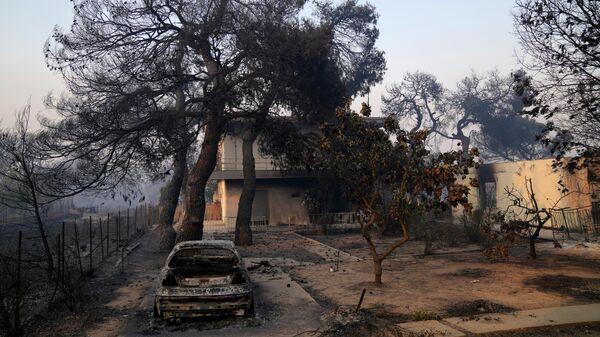 Дом, пострадавший в результате лесного пожара в районе Варибоби, Греция
