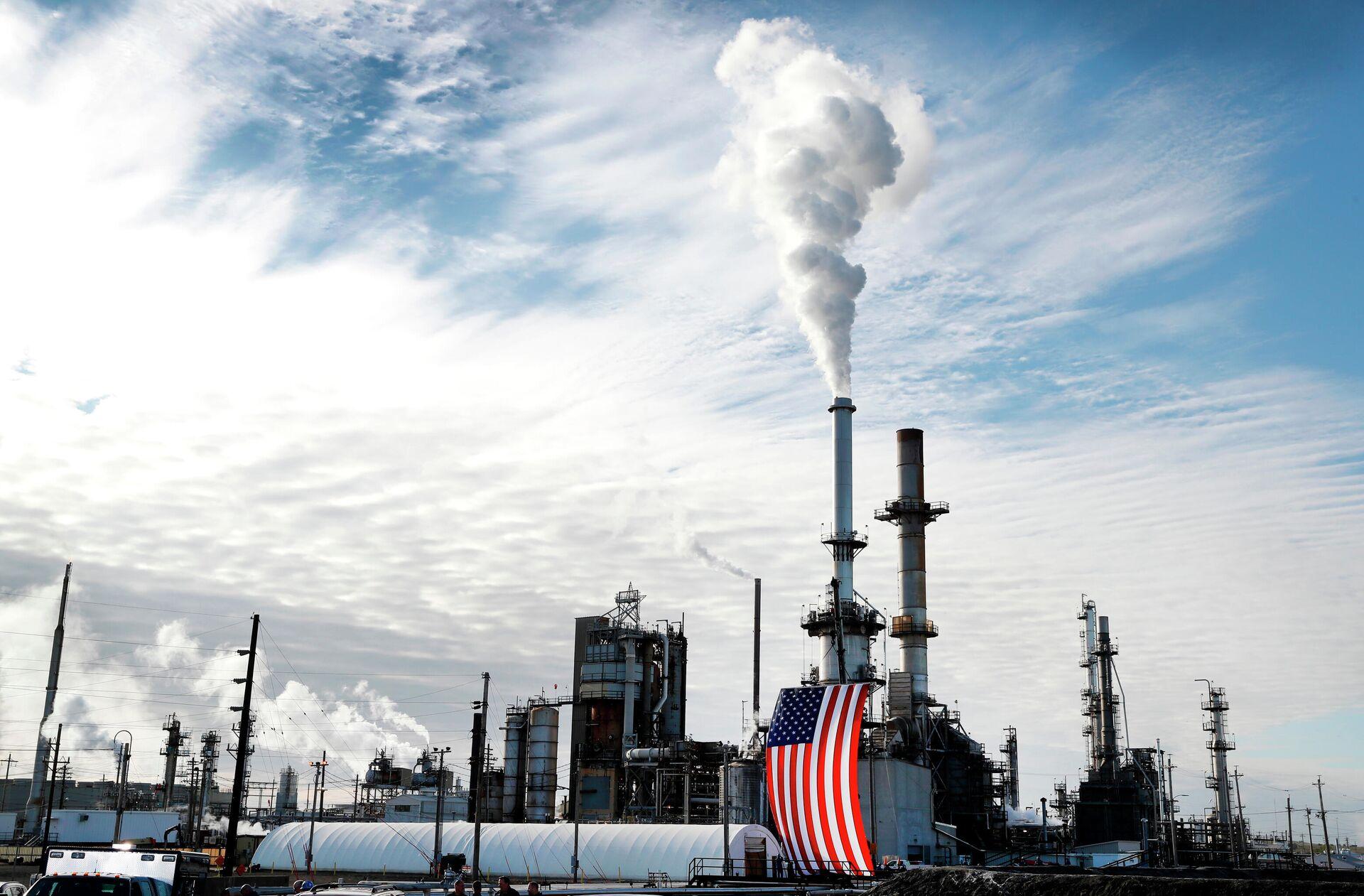 Нефтеперерабатывающий завод в США - РИА Новости, 1920, 04.08.2021